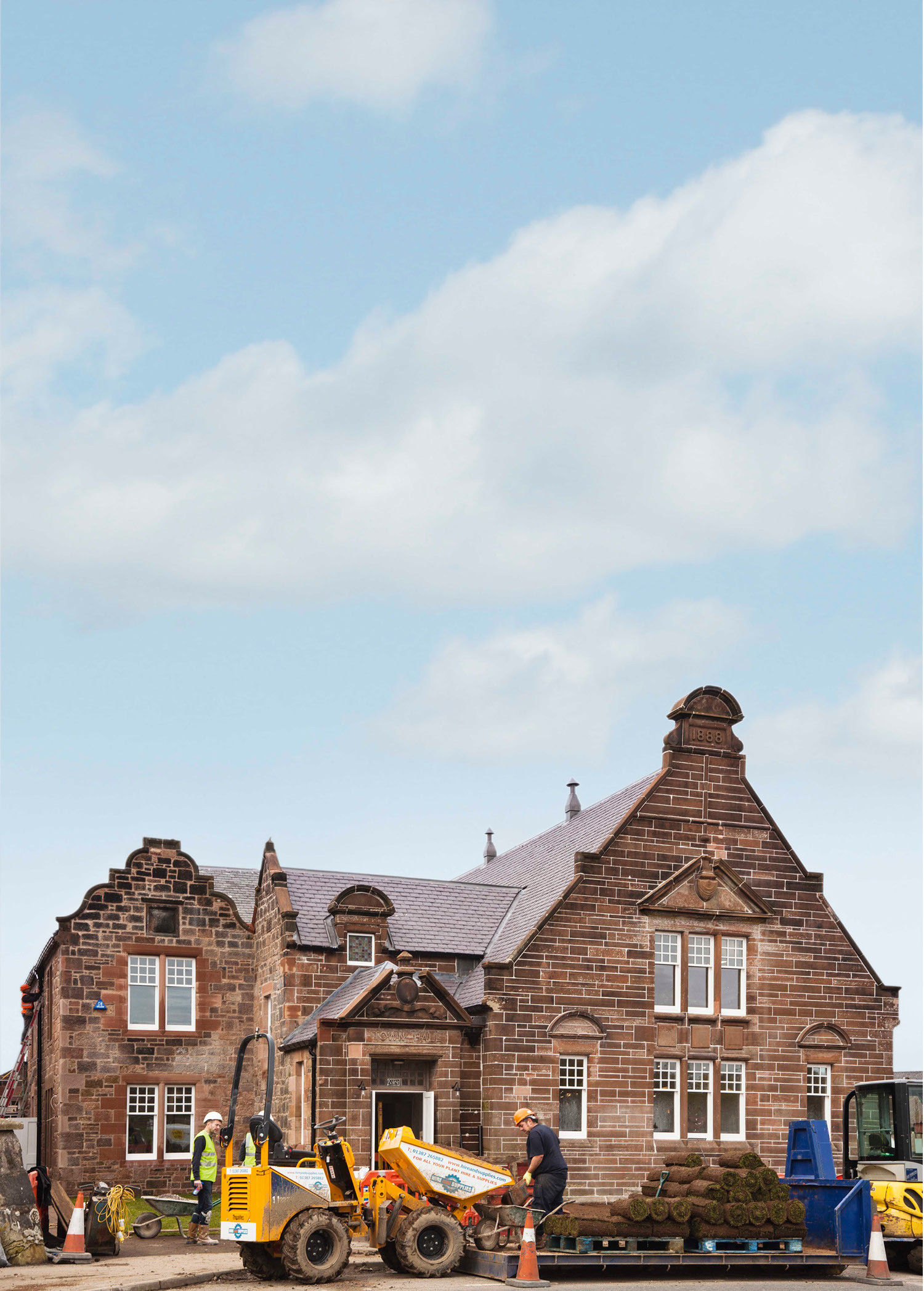 Image of the exterior of New Cumnock town hall